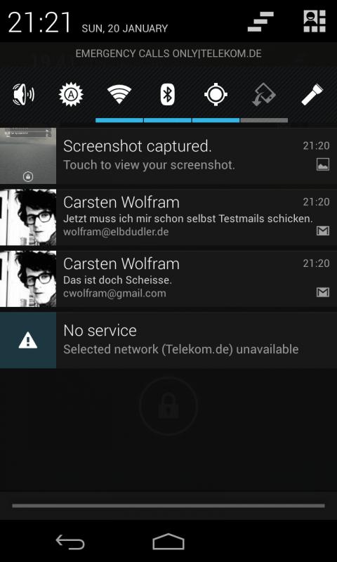 Notification-Screen mit zwei neuen Mails auf unterschiedlichen Accounts. Die werden hier nicht zusammengefasst.